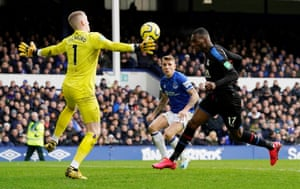 Jordan Pickford denies Christian Benteke another goal.