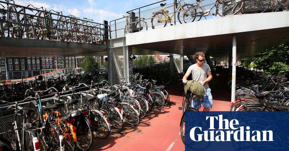 Bikes put spanner in works of Dutch driverless car schemes