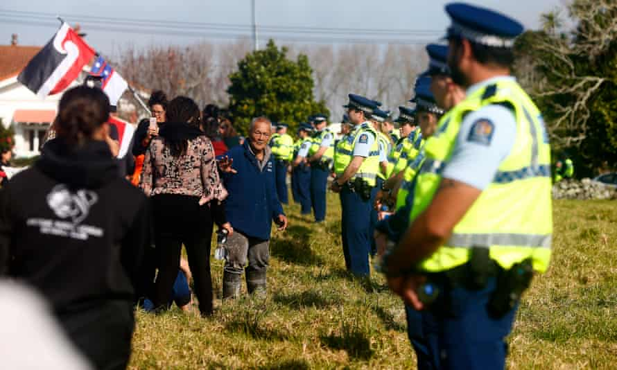 Police block land access to protesters at Ihumātao