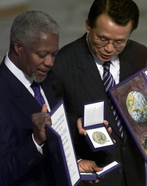 The president of the UN general assembly, Han Seung-soo, right, and the UN secretary general hold their awards at the Nobel Peace awards ceremony at Oslo City Hall, in Norway on Monday 10 December 2001. The prize was awarded to Annan for his work as secretary general