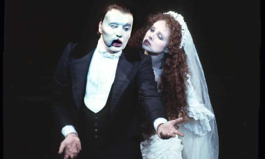 Michael Crawford in the title role and Sarah Brightman as Christine Daaé in the London production of The Phantom of the Opera, 1986, directed by Hal Prince.