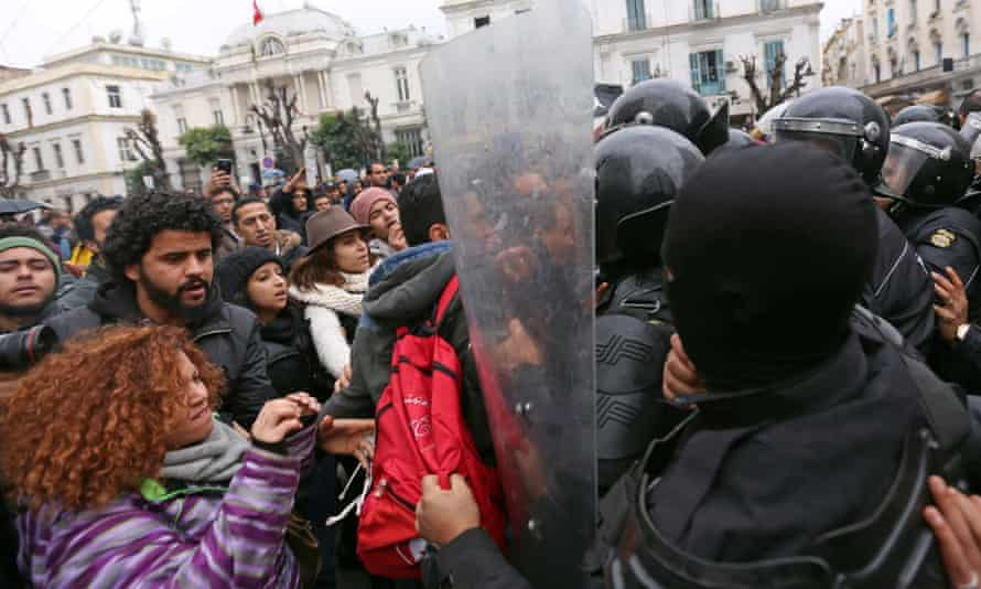 Protesters clash with police on the streets of Tunis