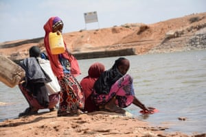 Mohamed Ismail and his children at the Biyagadud dam