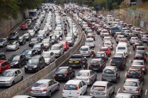 O prefeito anterior Fernando Haddad reduziu os limites de velocidade em vias expressas e viu uma queda nos acidentes. Foto: Santiago Marrodán Ciordia