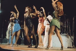Tina with her backing singers in 1975.