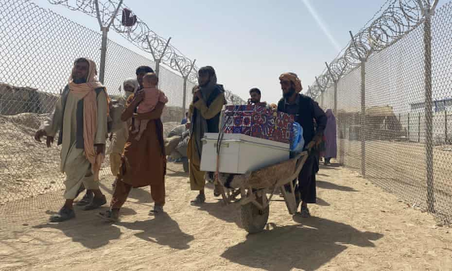 Afghan refugees and others entering into Pakistan.