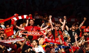 """Spot the one fan not joining in as the Liverpool fans belt out """"You'll Never Walk Alone"""" prior to kick off"""