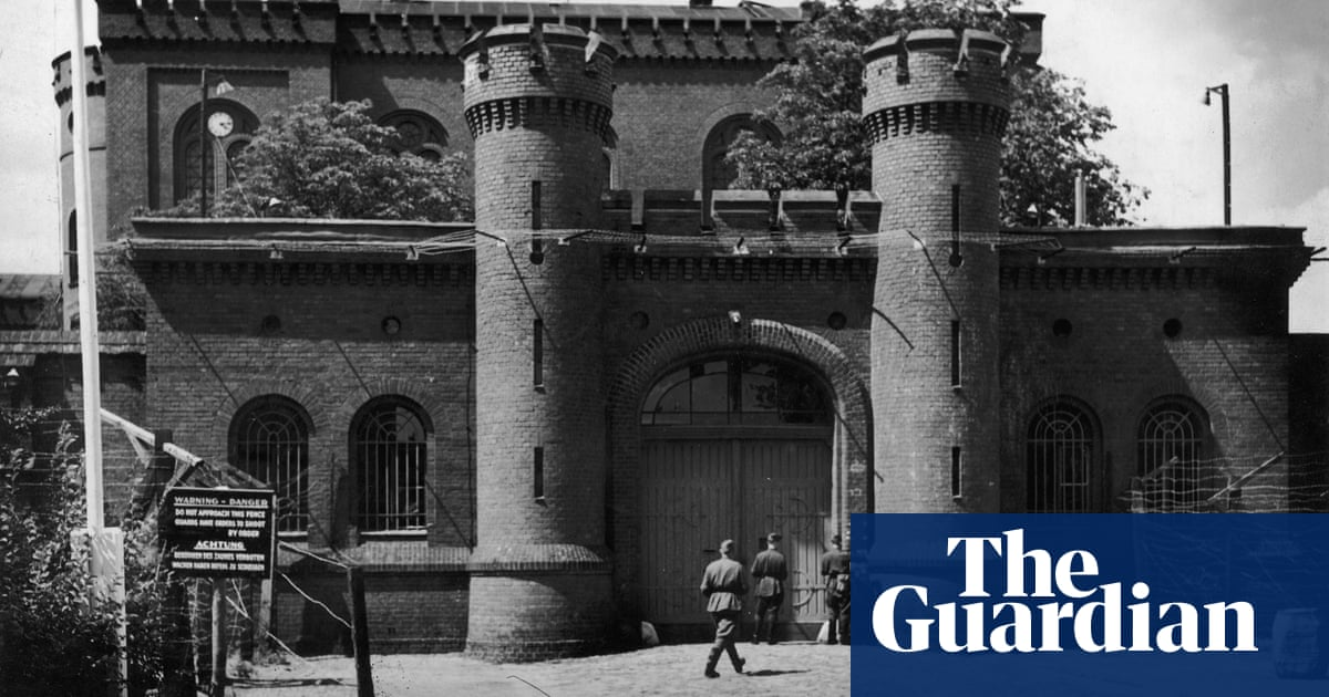 nazi war criminals in spandau prison 39 could not sleep due to searchlights 39 uk news the guardian. Black Bedroom Furniture Sets. Home Design Ideas