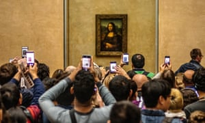 Louvre Museum, tourists using cameras, mobile phones over heads, taking pictures of the Mona Lisa by Leonardo da Vinci