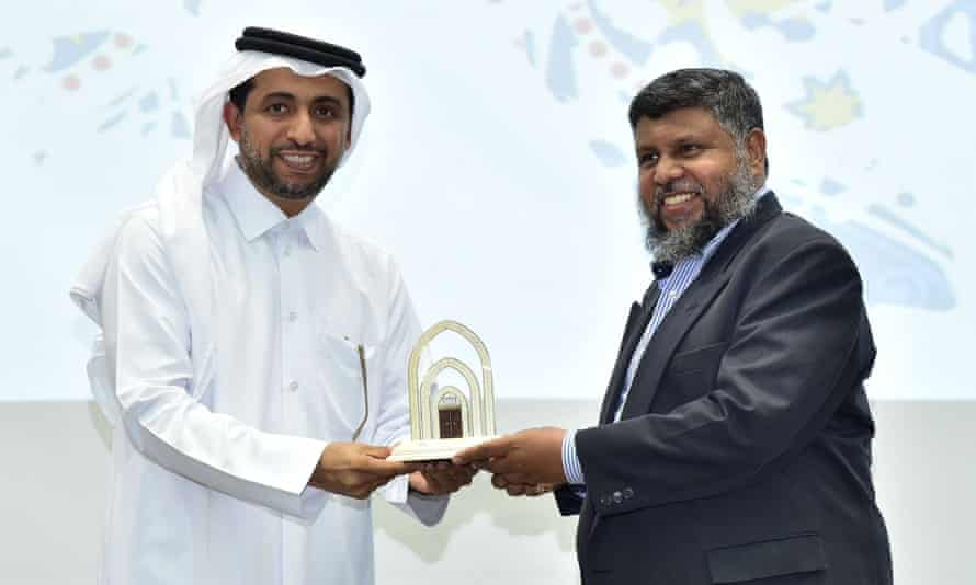 Professor Lukman Thalib (righr) receives a teaching award at Qatar University in 2018. Prof Thalib's family say he was arrested in Qatar in July on unknown charges and has been held in detention ever since.