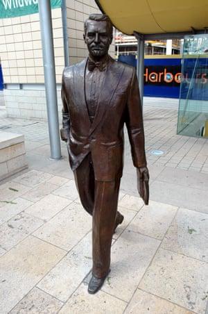 2005Cary Grant statue, Millennium Square, Bristol, Britain