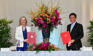 Britain's International Trade Secretary Liz Truss (L) and her Singaporean counterpart Chan Chun Sing signing a free-trade deal in Singapore.