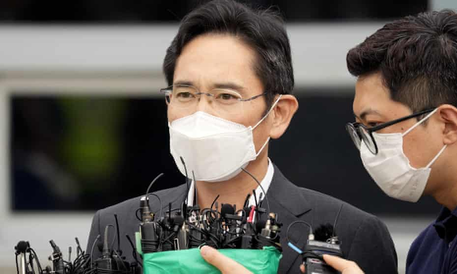 Lee Jae-yong speaking in front of a cluster of microphones.