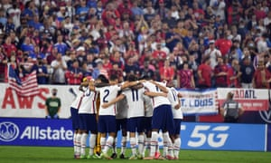 U.S. players have a pregame huddle in front of an enthusiastic crowd.