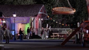 Gilmour Girls: Lorelai's birthday. A giant pizza is lowered into Stars Hollow on a crane.