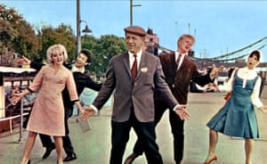 Sophie Hardy, Sid James, Joe Brown and Una Stubbs in the film Three Hats For Lisa, 1966.