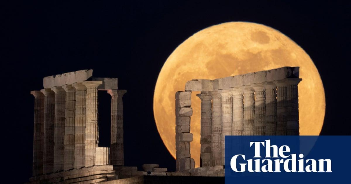 Super blood moon and lunar eclipse stun spectators around the world – video