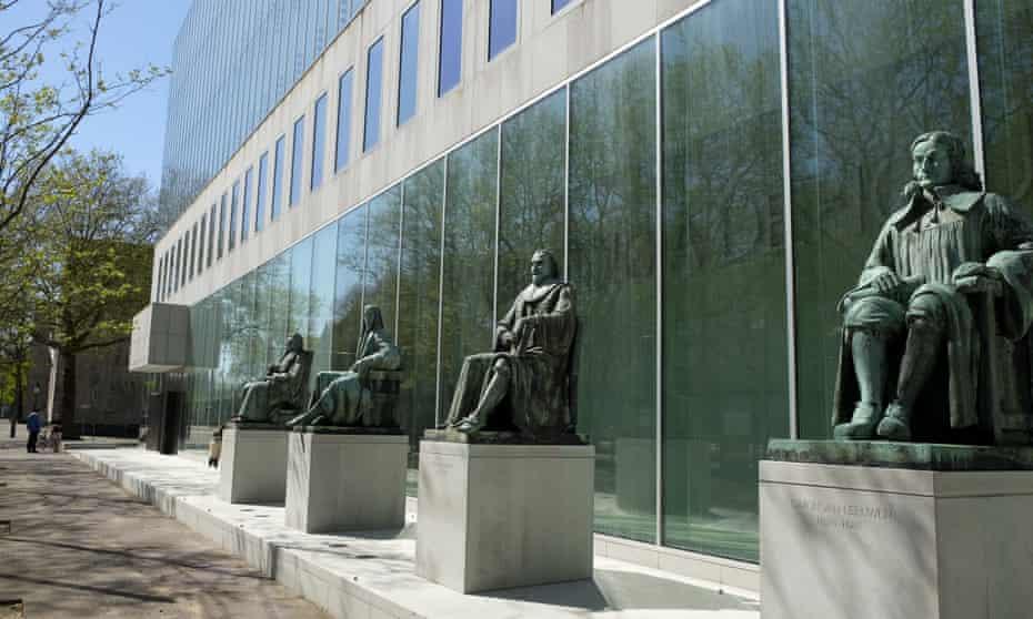 Statues outside the Dutch supreme court