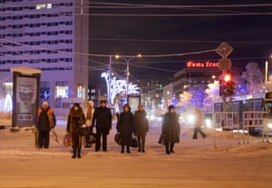 Waiting for the trolley bus in Pyat Uglov, Murmansk's main square
