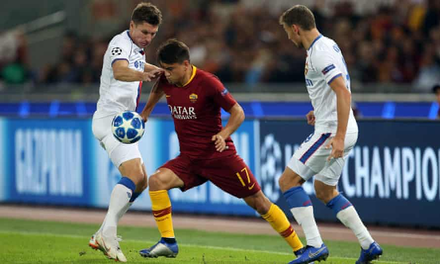 Roma's Cengiz Ünder (c) is reportedly being lined up by Arsenal.