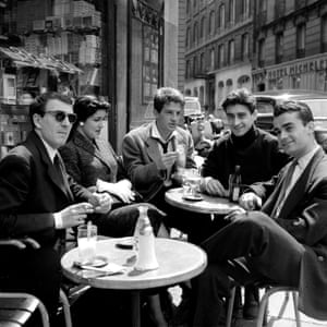 Belmondo, centre, with fellow students of the National Academy of Dramatic Arts, in Paris: Jean-Pierre Marielle, Françoise Fabian, Pierre Vernier and Pierre Hatet. Belmondo was a student from 1953 to 1956.
