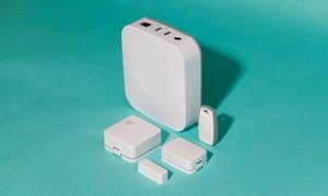 The Samsung SmartThings starter kit.