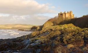 Château de Culzean près d'Ayr avec falaises et mer