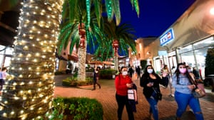 """In this file photo taken on November 30, 2020 shoppers are seen at the Citadel Outlets in Los Angeles, California. California Governor Gavin Newsom announced on 3 December, 2020 new statewide bans on gatherings and """"non-essential"""" activities, as hospitals in the nation's most populous state face being overwhelmed by record Covid-19 cases."""