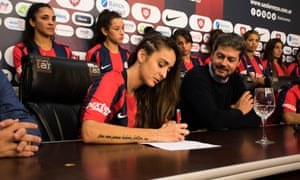 Macarena Sánchez signs her contract with San Lorenzo after leading a successful campaign for equality and professional contracts in women's football in Argentina.
