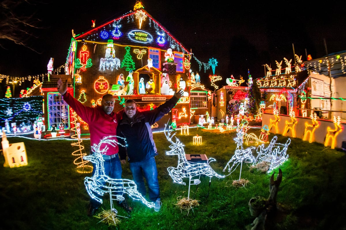 Photo highlights of the day cops apprehend a runaway and for Home christmas decorations uk