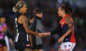 Moana Hope of the Magpies and Mia-Rae Clifford of the Demons shake hands
