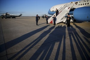 <strong>Maryland, US</strong><br>President Obama arrives aboard Air Force One from Louisiana, at Joint Base Andrews