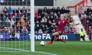 Beth Mead slides in to score against Spain
