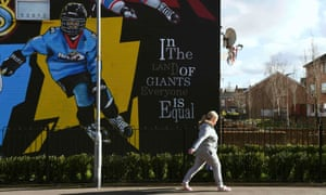 A mural dedicated to the ice hockey team, the Belfast Giants, echoes the PBP slogan, 'We're neither orange nor green but we're up for the fight.'