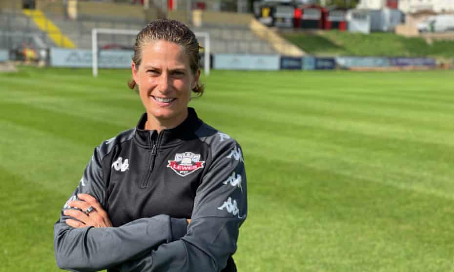 Kelly Lindsey, the former Afghanistan women's national team manager, has been appointed head of performance at Lewes FC.