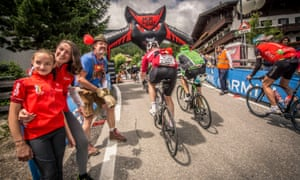 Riders tackle the dreaded 19% Mür dl Giat towards the end of the Maratona dles Dolomites
