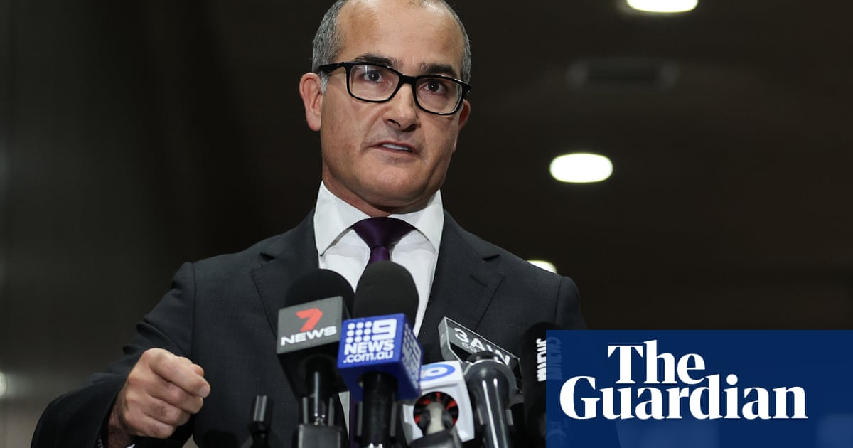 Victoria faces potential lockdown as other states close borders and warn against Melbourne travel