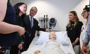 Bill Shorten speaks to medical student Ellie Smith (right) during a visit to Deakin University School of Medicine in Geelong on Tuesday