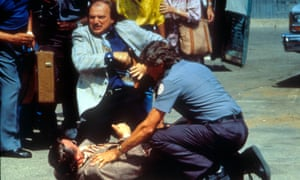 Hill Street Blues was set in a nameless rust-belt city and had a large ensemble cast. The multiplicity of personal storylines meant that episodes were open-ended.