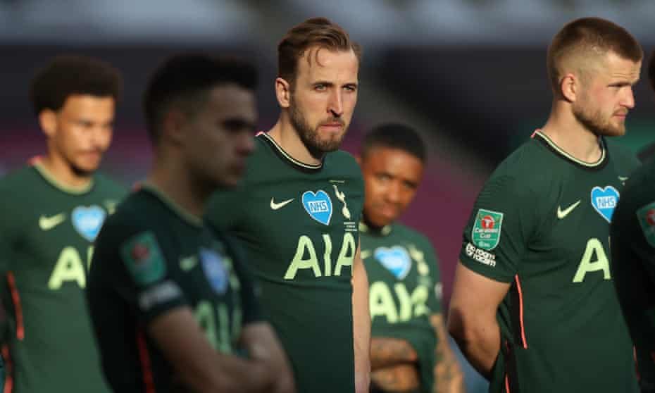 Harry Kane looks dejected after Tottenham's loss to Manchester City in the Carabao Cup final