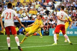 Roman Zozulya has another effort on goal.