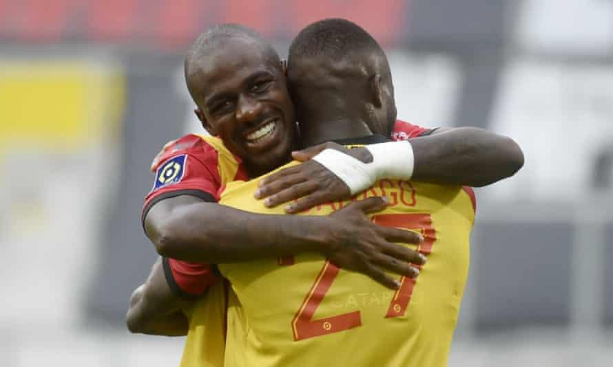Gaël Kakuta celebrates after scoring for Lens in Ligue 1.