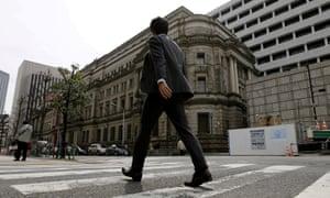 日本当局未能采取行动是造成经济停滞十年的罪魁祸首。