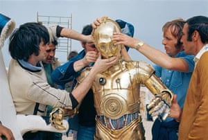 Star Wars (1977) Sand made the C- 3PO costume a challenge for many hands — and for actor Anthony Daniels