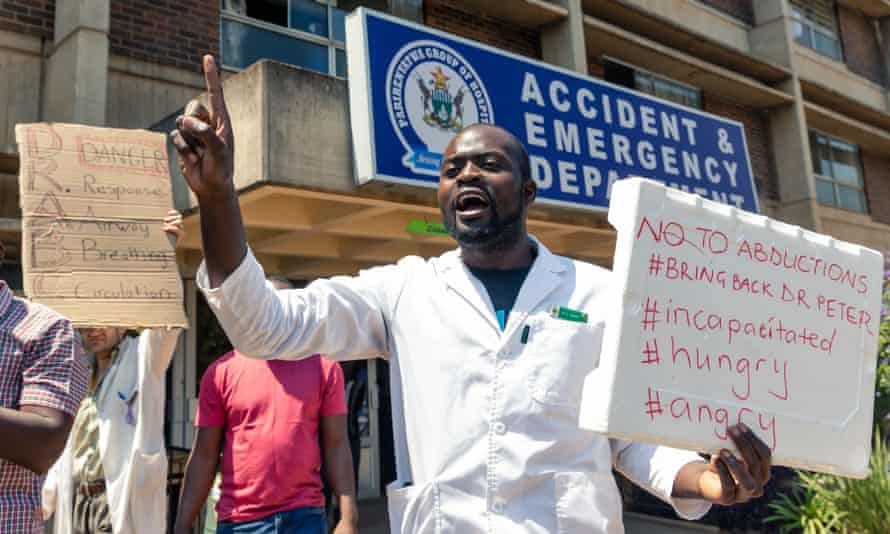Doctors protest outside Parirenyatwa hospital in Harare