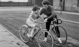 British cyclist Beryl Burton with her daughter Denise in 1963.