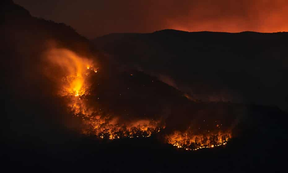 Flames from scattered bushfires in Katoomba
