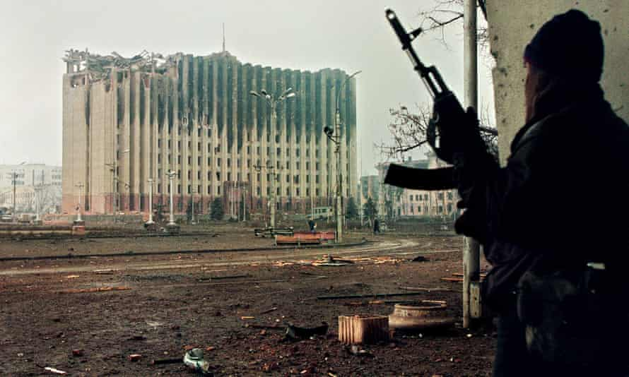 January 1995, a Chechen fighter opposite the bombarded presidential palace
