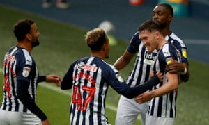 Dara O'Shea (fare right ) of West Bromwich Albion celebrates with his team mates after he scores their second goal.