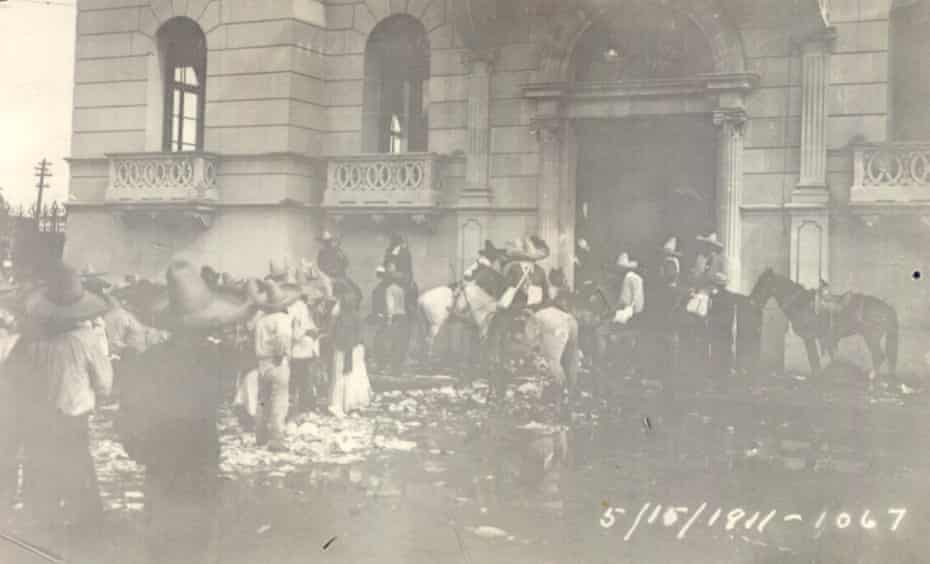 1911 massacre of Chinese men by Mexican revolutionaries. They show revolutionary soldiers on horseback before, during and after the attack on the city of Torreón, and a pile of bodies in the aftermath of the massacre. Pic 271-1067 Revolucionarios-en el Casino